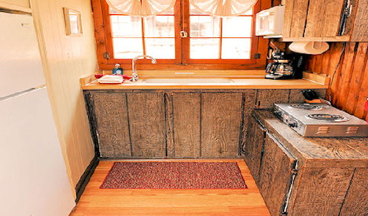 Lake Front Cabin Three Fully Equiped Kitchen with Cook Top